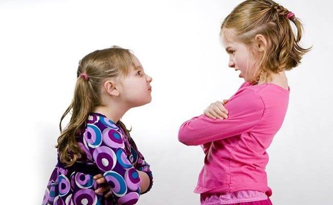 Πώς αποφεύγονται οι αδερφικοί καβγάδες
