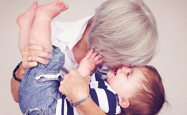 Ανατροφή του παιδιού με τη γιαγιά