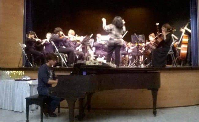 «Μουσικά βραβεία 2016»: Συγκινητική βράβευση του Μίμη Πλέσσα από την Προέδρο της UNICEF Ελλάδος