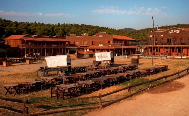 Μια τετραμελή οικογένεια θα έχει τη δυνατότητα διανυκτέρευσης στο 'The Ranch' το Σαββατοκύριακο 14 με 15 Μαΐου.