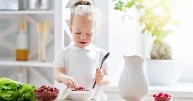 child-having-breakfast