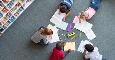 children-drawing-at-library-PSL7KE2