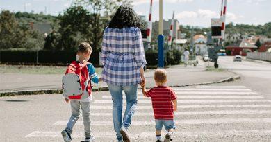 Συμβουλές όταν περπατάμε με το παιδί