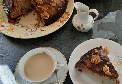 Κέικ με καρύδια και μέλι για τη ΔΕΠ-Υ